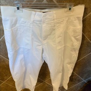 Lee Relaxed Fit White Capris Size 14 NWOT